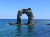 奥尻島の観光のシンボル「なべつる岩」